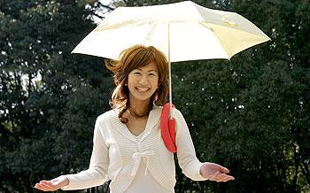 肩ブレラ 持たずに傘がさせるんです。。