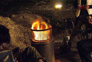 ダイオキシンクリア焼却炉 焚き火どんどん 800℃の高温燃焼で煙が出にくい 煙公害対策、火災予防に!