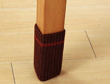キズつきにくいイス脚カバー イス靴下 足に履かせるだけで 床や畳のキズを防ぎます。動きもスムーズ。