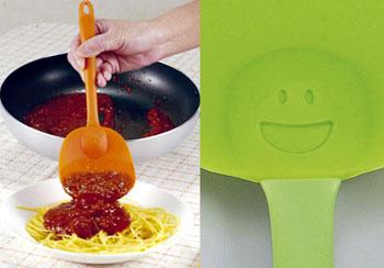 スマイルシリコンスプーン 炒めて すくえて 盛り付けできる。