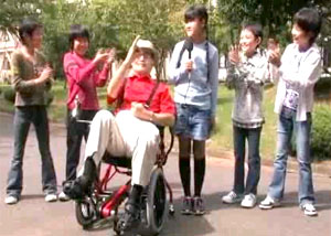 足こぎ車椅子 Profhand(プロファンド) 歩行困難な方でも移動できる